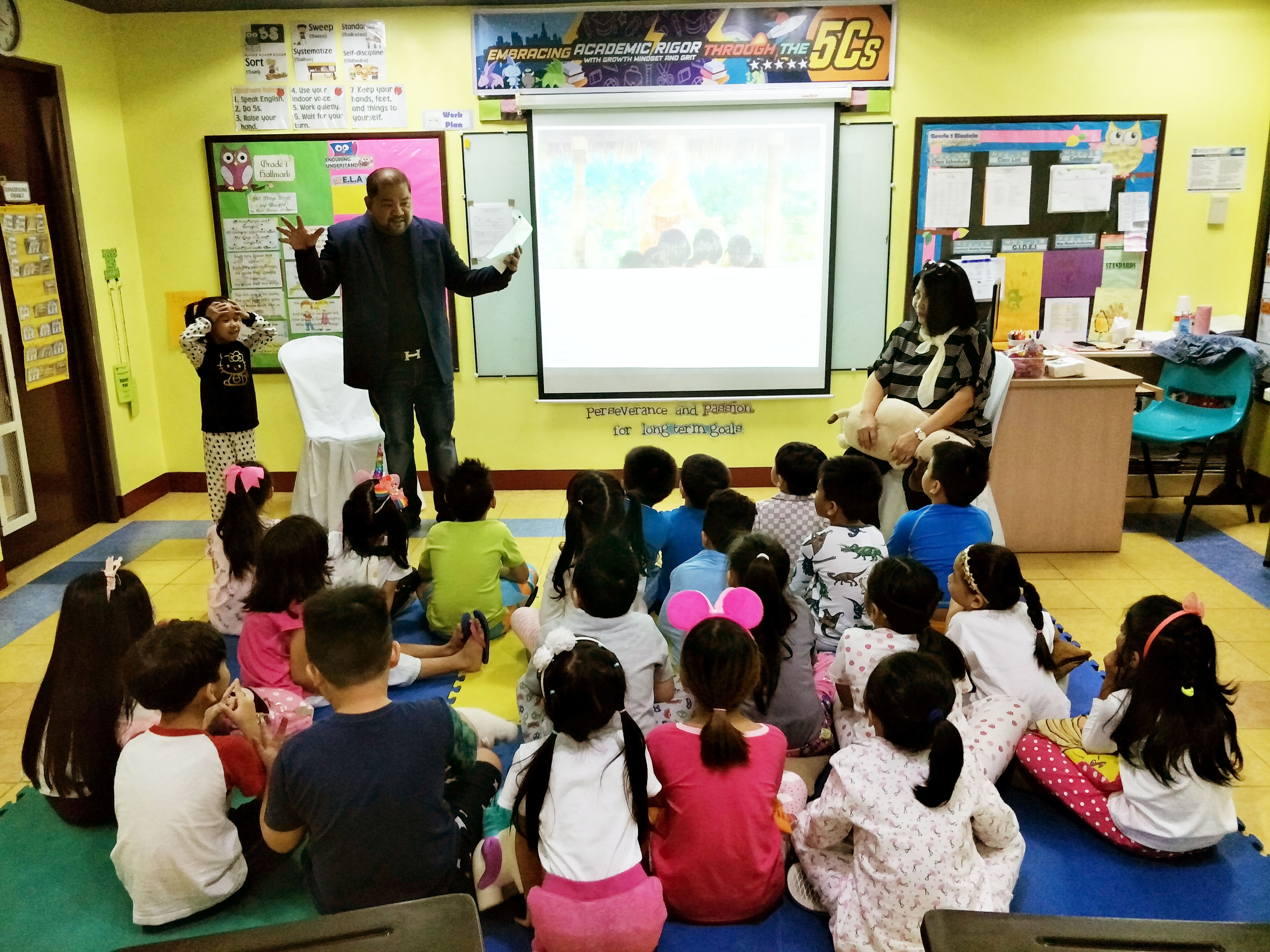 A Home Away From Home: Parents Conduct Storytelling at School