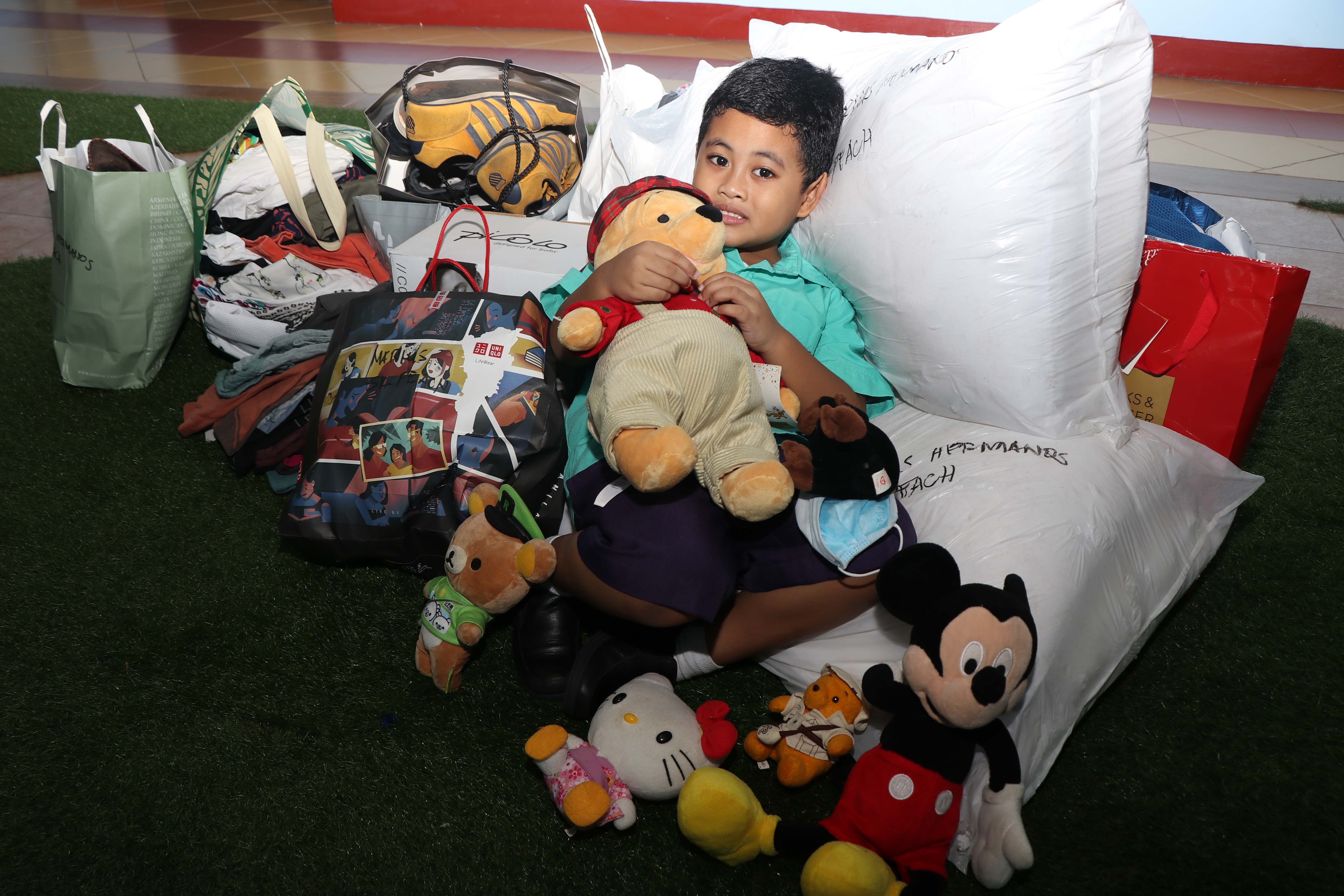 Southville Student Donates His Christmas Aguinaldo and Toys to Taal Victims